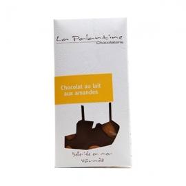 Tablette de chocolat au lait aux amandes