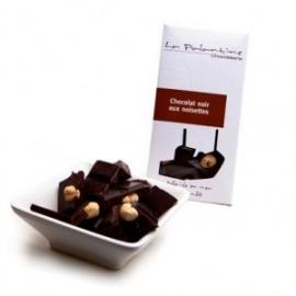Tablette de chocolat au noir aux noisettes